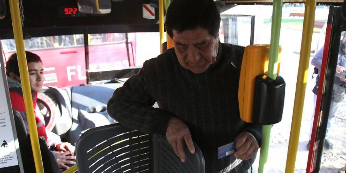 """Lavín contra torniquetes en buses del Transantiago: """"es humillante"""" para personas con obesidad y adultos mayores"""