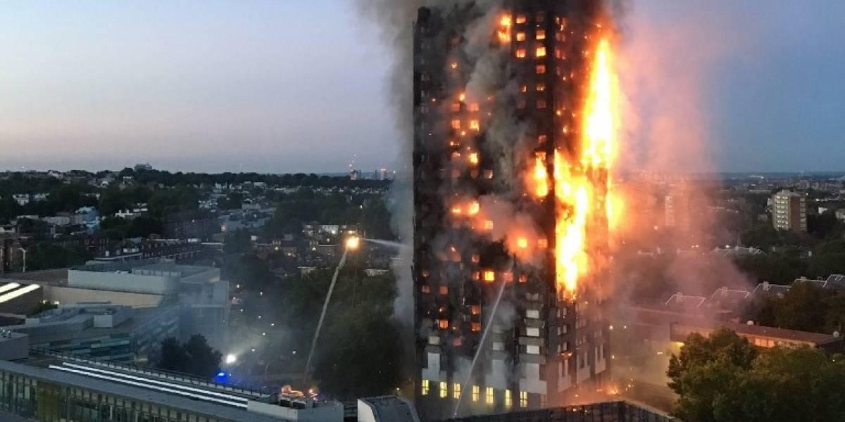 Graba estremecedor video desde el interior del edificio incendiado en Londres
