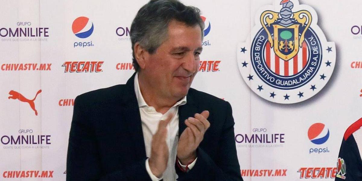 ¡Sí cumple! Jorge Vergara paga apuesta y presume el campeonato de Chivas