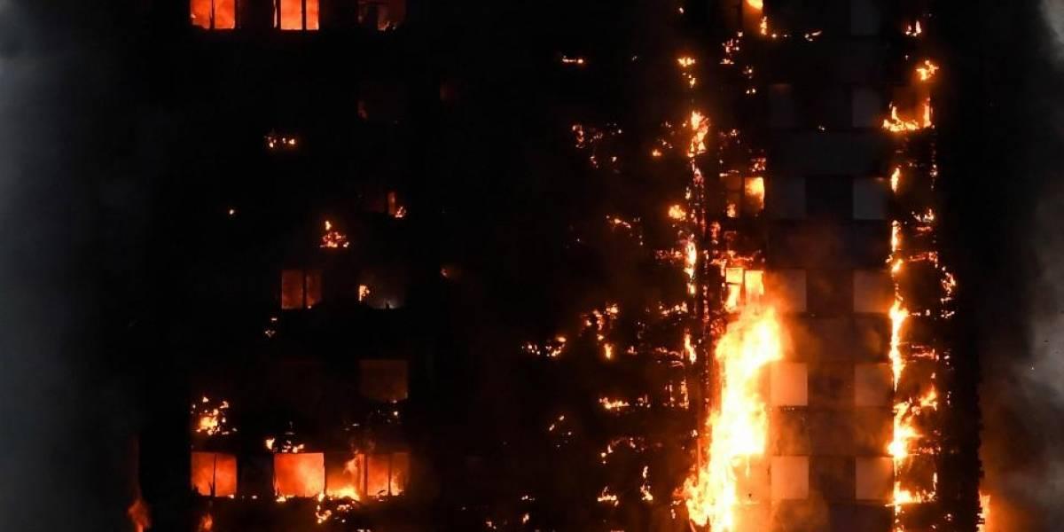 """Policía confirma """"al menos 30 muertos"""" tras incendio en la Torre Grenfell en Londres"""