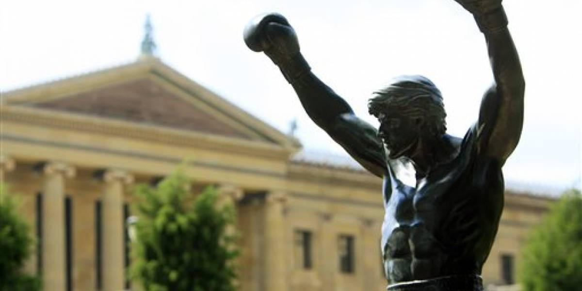 Estatua de Rocky vuelve a brillar en Filadelfia
