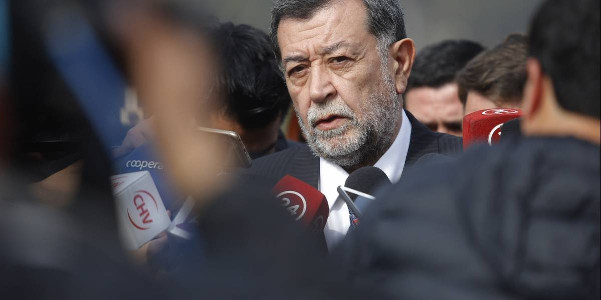 Aleuy sale a enfrentar las críticas de Piñera por mineros atrapados en Chile Chico