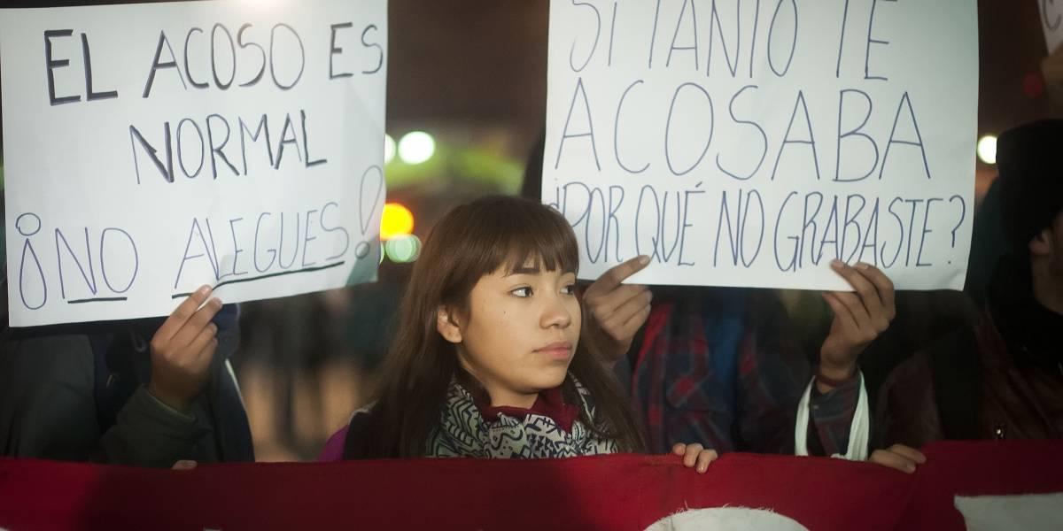 """Estudiantes se manifestaron por """"Una Educación No Sexista"""" en Baquedano"""