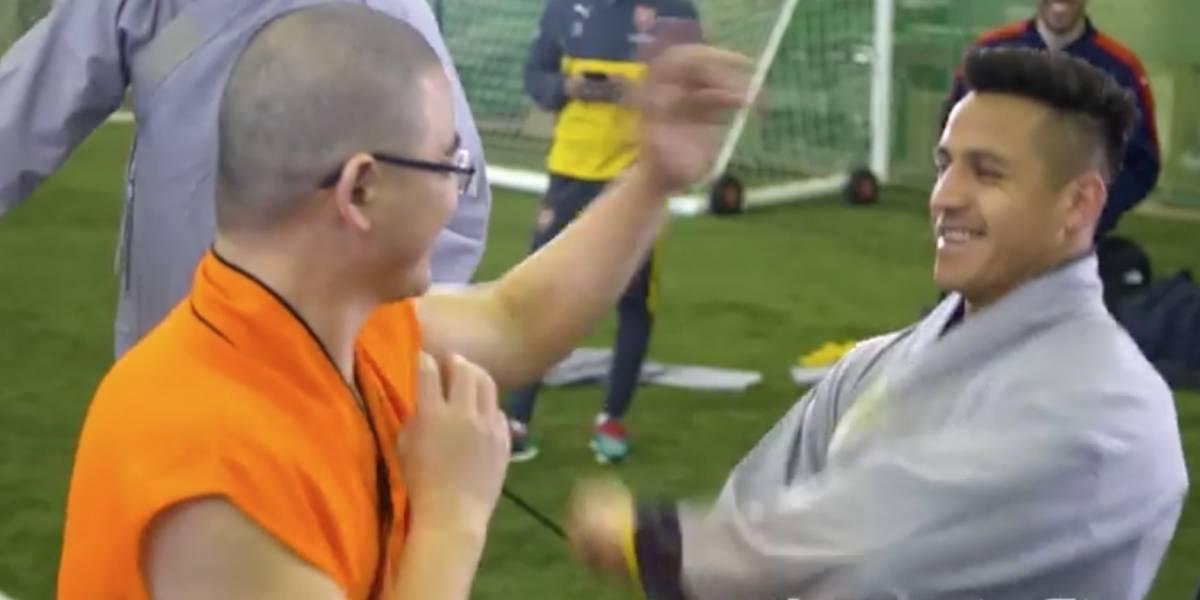 Kung Fu Alexis: Sánchez se luce en lección de artes marciales en el Arsenal