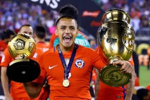 Alexis Sánchez (Chile): Es la gran figura que tiene Chile y lo demostró con la gran temporada que tuvo a nivel personal. Maravilla marcó 24 goles por Premier League y asistió en diez oportunidades a sus compañeros, participando de casi la mitad de los tan