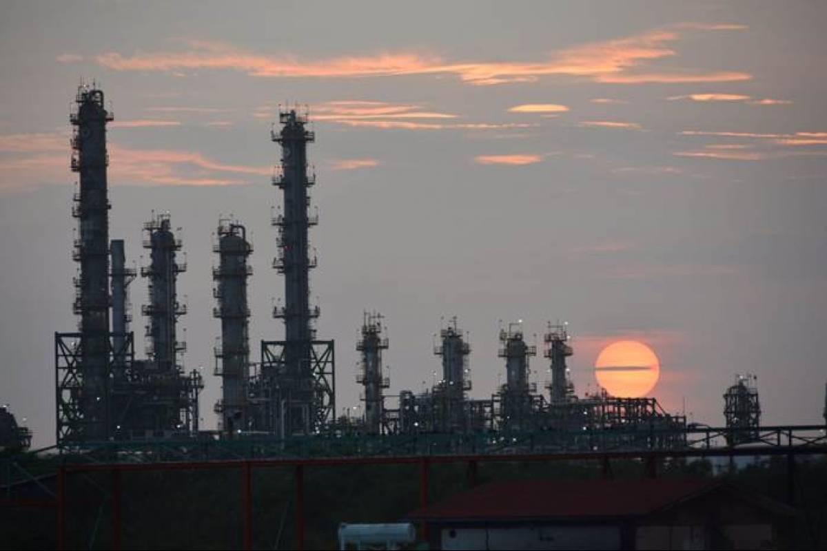 Sofocan incendio en la refinería de Salina Cruz ...