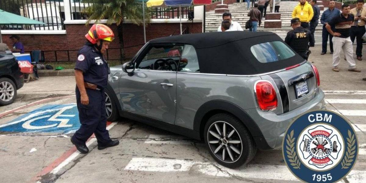 Hombre es herido con arma de fuego al oponerse al robo de su vehículo en zona 13