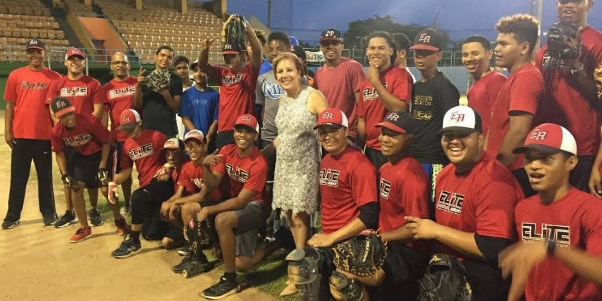 Jóvenes prospectos de béisbol firman para entrenarse en Illinois