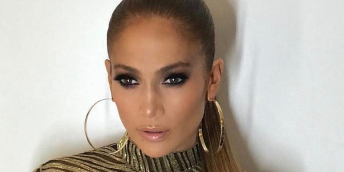 Aseguran que Jennifer Lopez subió al escenario sin ropa interior
