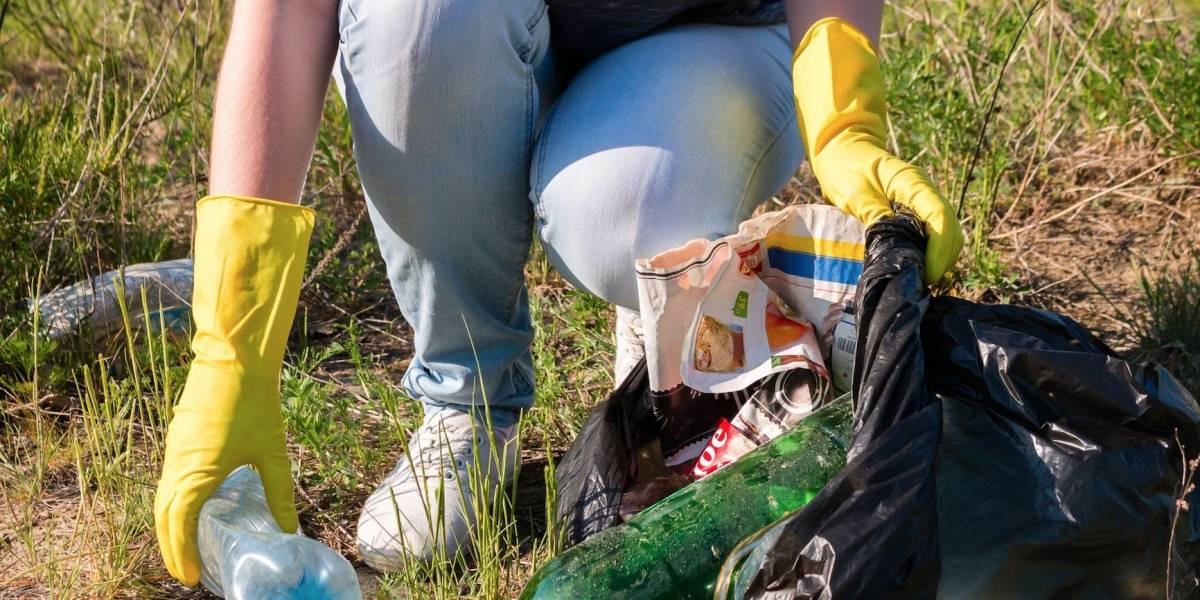 Senador recoge 300 libras de basura en el río Coamo