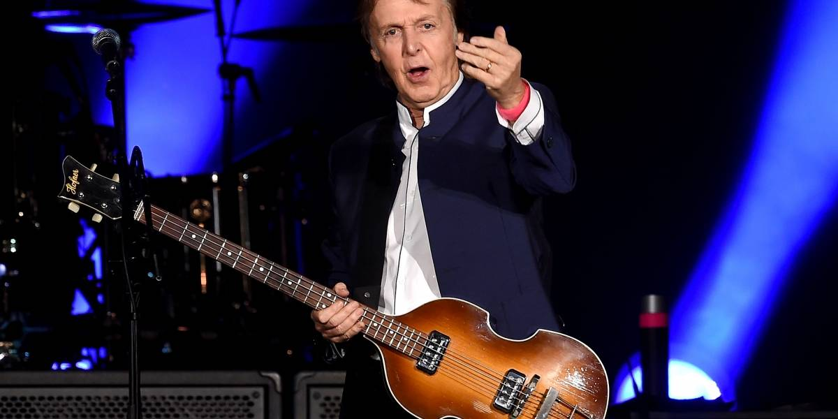 Paul McCartney y J. K. Rowling son condecorados por la Reina Isabel II