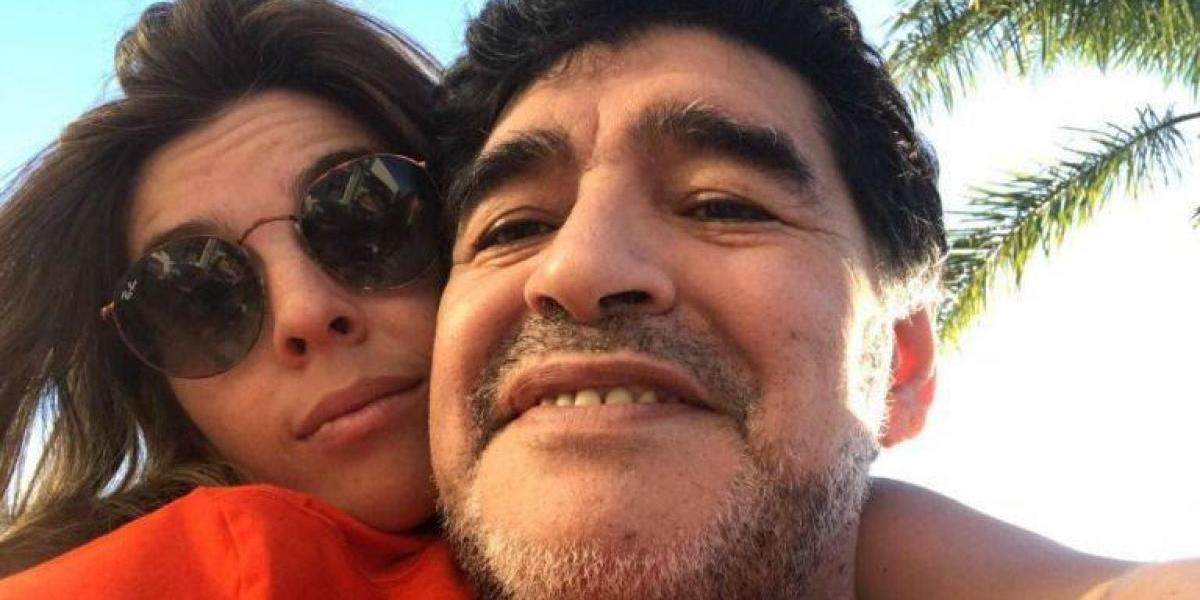 Hija de Maradona arremete contra Dani Alves por defender a su padre