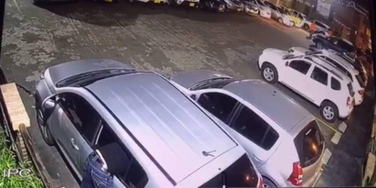Así roban a las afueras de los restaurantes en Medellín