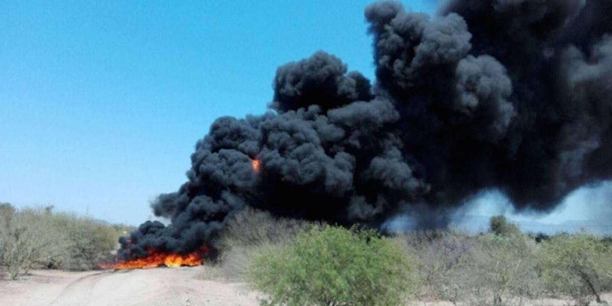 Combaten incendio en oleoducto en Sonora tras explosión