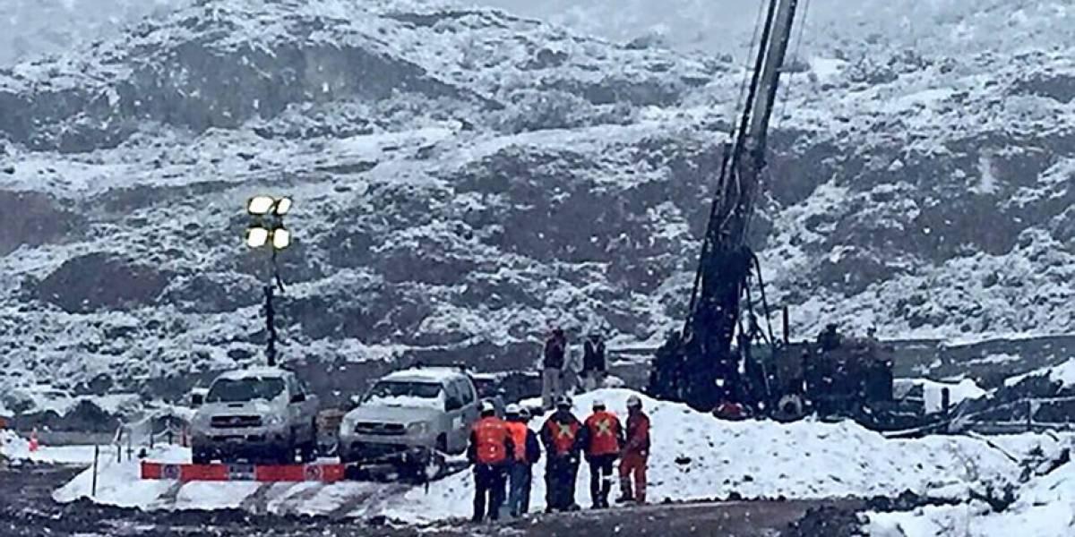 Rescate de mineros en Chile Chico se complica: sonda llega al nivel 55 y encuentra agua