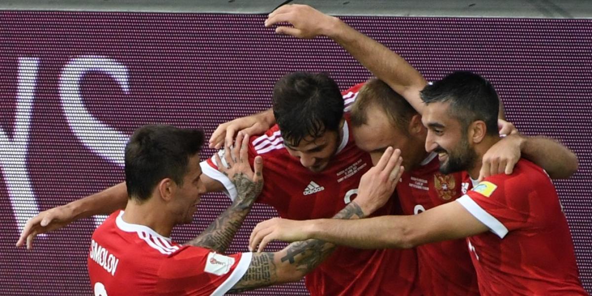 Rusia festeja en el inicio de la Copa Confederaciones