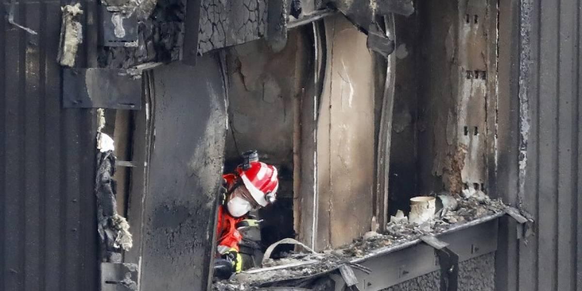 La torre incendiada en Londres estaba revestida con un material prohibido