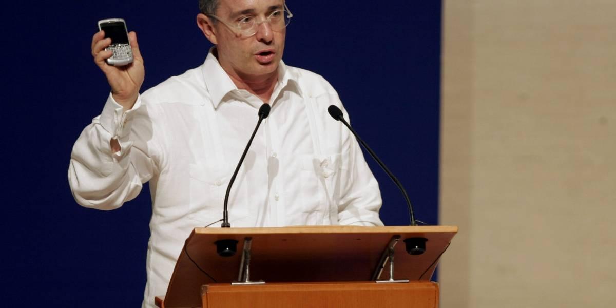 "Critican a Uribe por ""mensaje falso"" de Whatsapp sobre el atentado de Centro Andino"