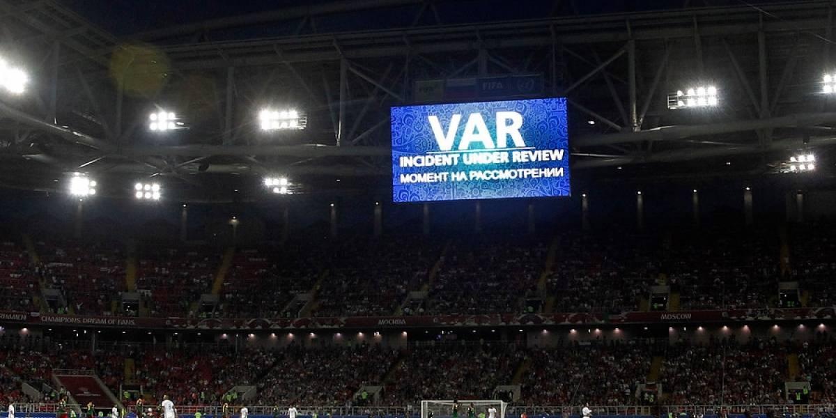 """""""El anti fútbol"""": El VAR en el Chile-Camerún hace estallar las redes"""