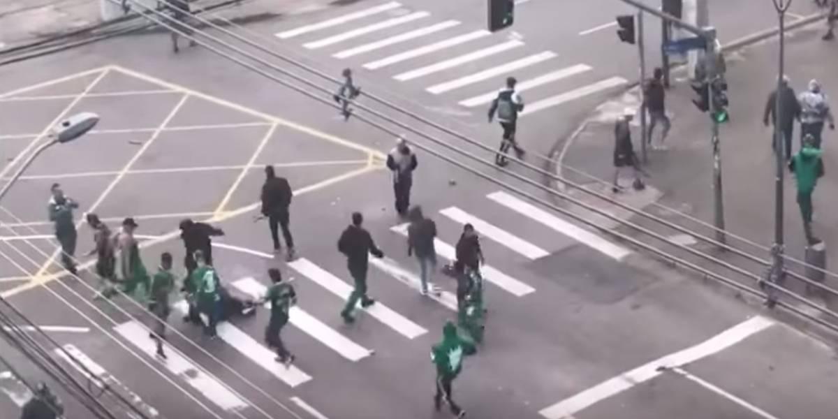 VIDEO: Aficionado muere tras pelea en el futbol de Brasil