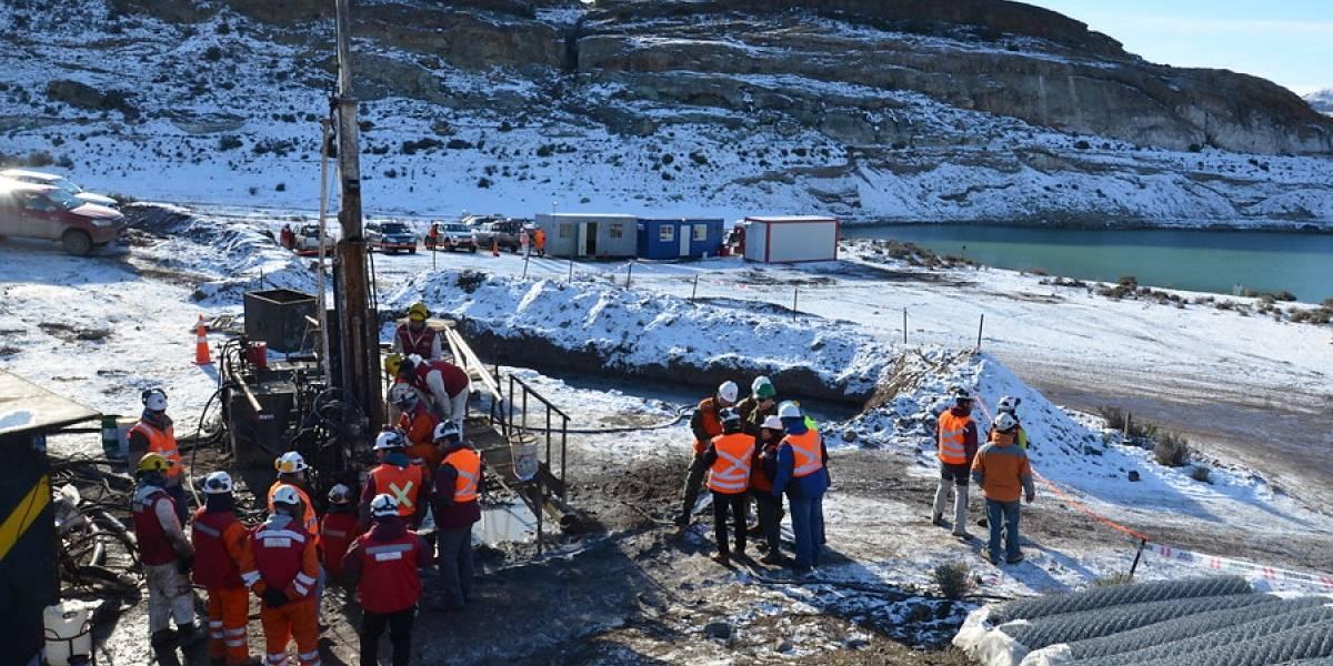 Labores de búsqueda de mineros en Chile Chico continúan pese al hallazgo de agua en nivel 55