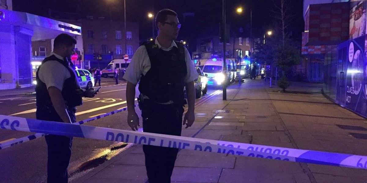 Un vehículo atropella a peatones en Londres dejando varios heridos y un detenido
