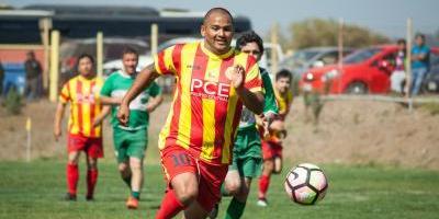 Chupete Suazo y su amor por el SAU: jugará gratis en su retorno al fútbol