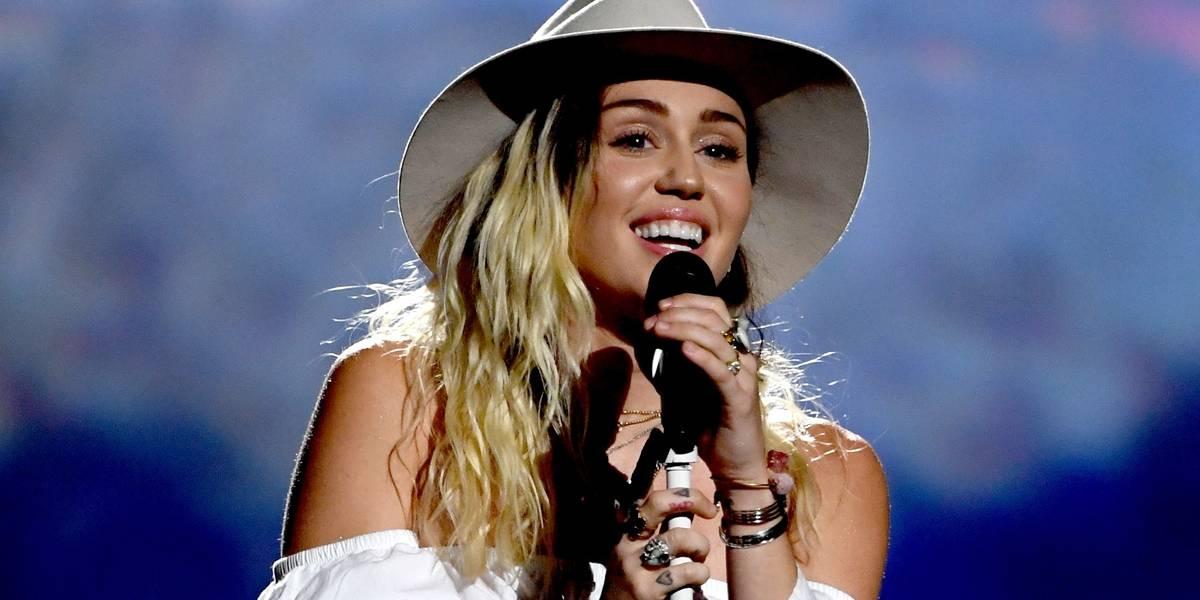 Miley Cyrus diz porque parou de fumar maconha: 'Só ficava em casa comendo'