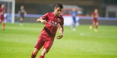 Brasileño Oscar provoca batalla campal en futbol chino