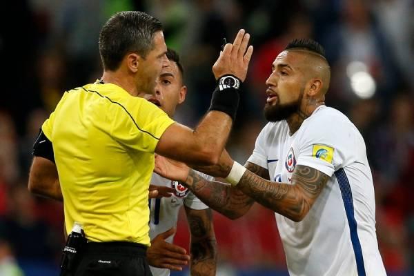Vidal y los reclamos contra el árbitro / Photosport