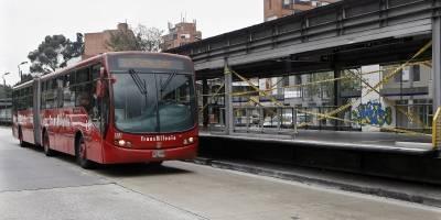 Desmanes en TransMilenio durante aniversario de Millonarios — COLOMBIA