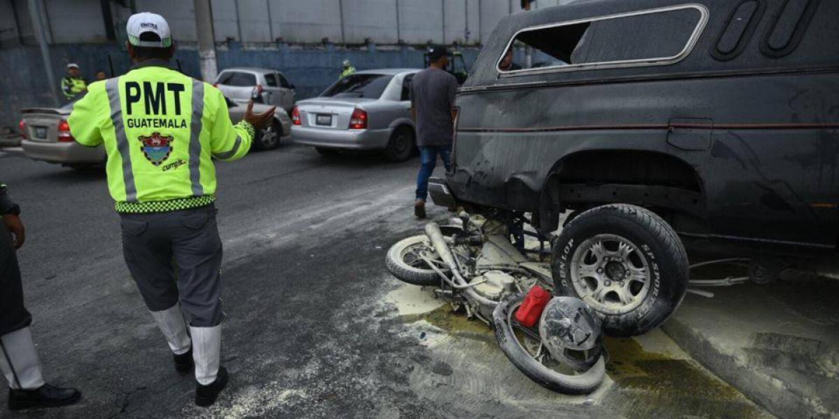 EN IMÁGENES. Dos heridos tras triple colisión vehicular en zona 5