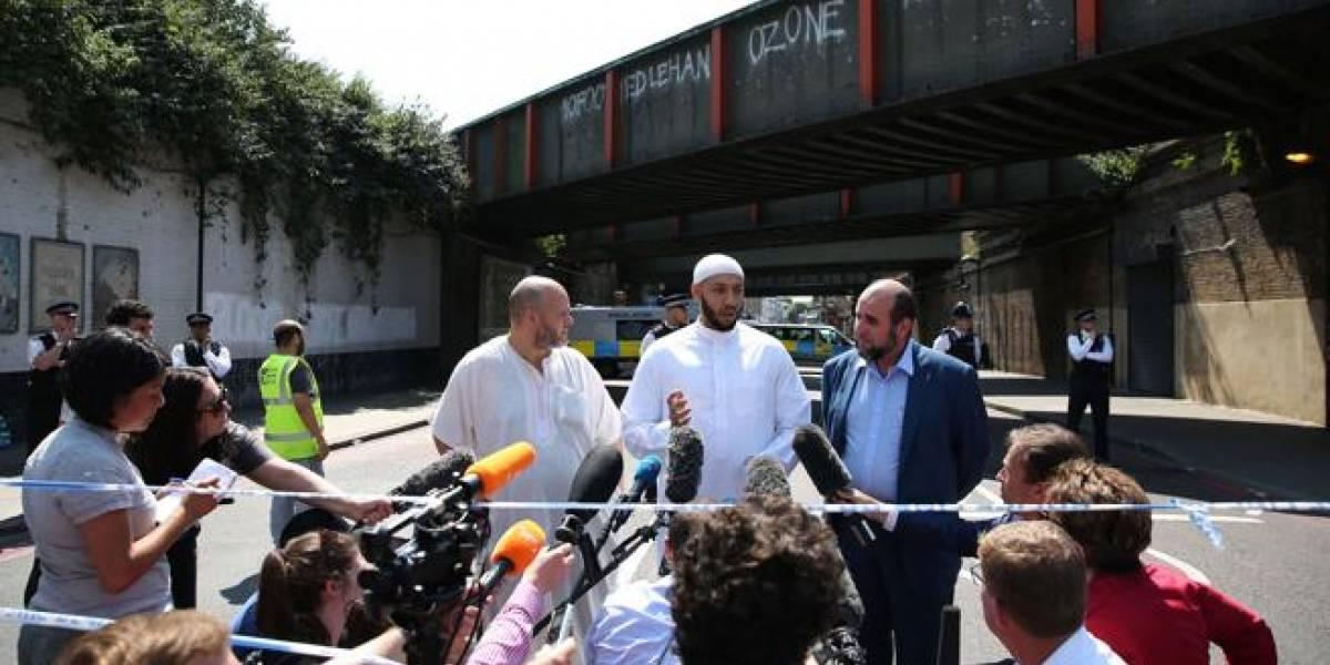 Un imán evitó que la multitud golpeara al galés autor de ataque terrorista a una mezquita en Londres