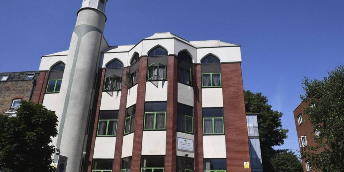 Autor del atentado en mezquita de Finsbury Park en Londres se burla y lanza un beso al momento de ser detenido