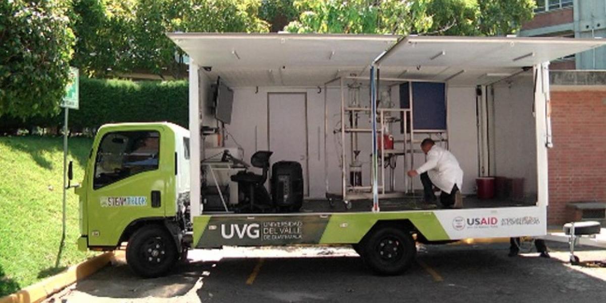 Guatemaltecos crean un laboratorio móvil que produce biodiésel
