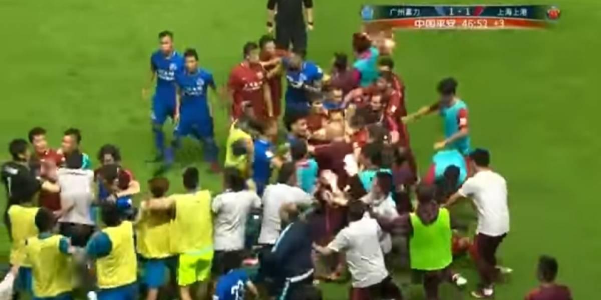 El brasileño Oscar armó la tremenda batalla campal en el millonario fútbol chino