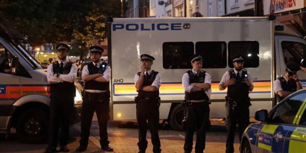 Piden calma tras ataque en una mezquita de Londres