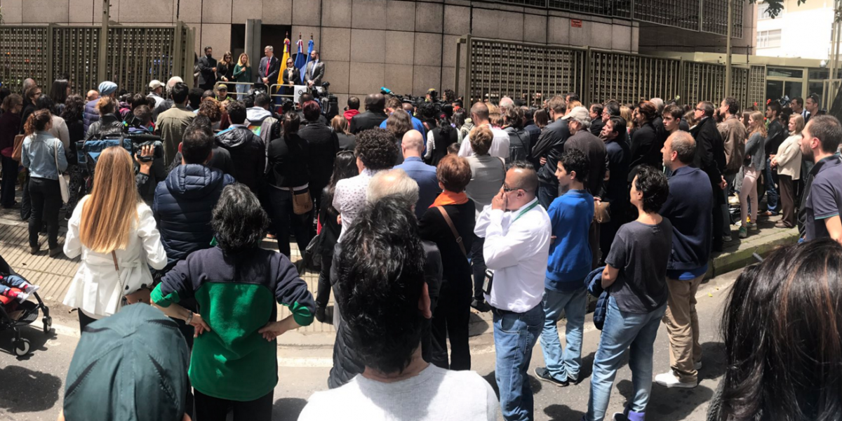 Así fue el homenaje en la embajada de Francia a las víctimas del atentado en Centro Andino