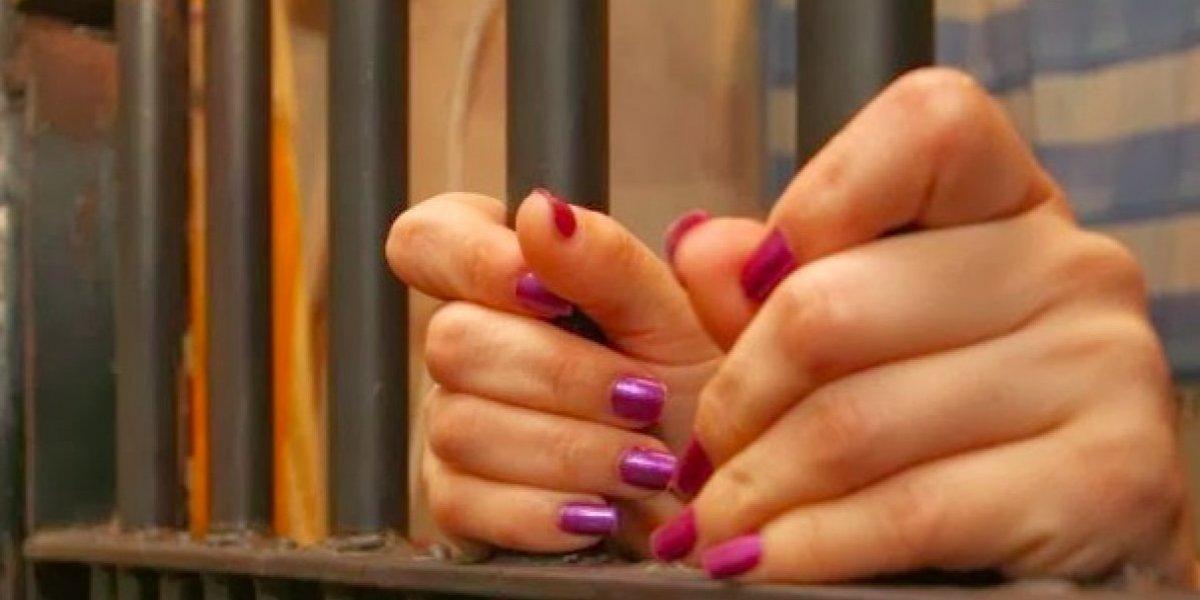 La Policía detiene mujer acusada de tratar de asfixiar a su hija de 11 meses