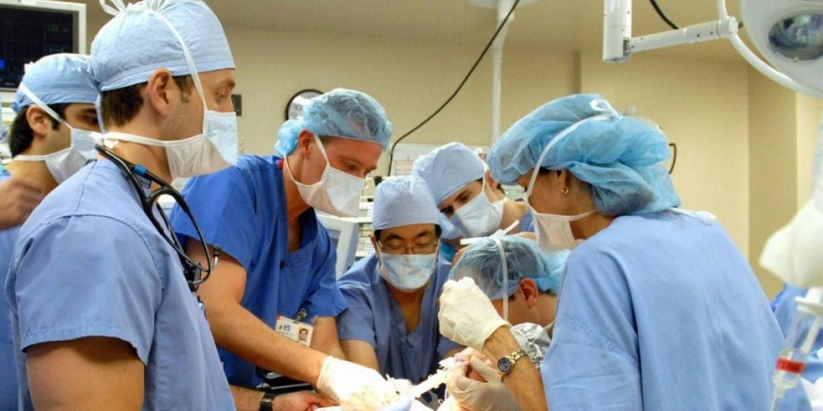 Evalúan medida para evitar éxodo de médicos
