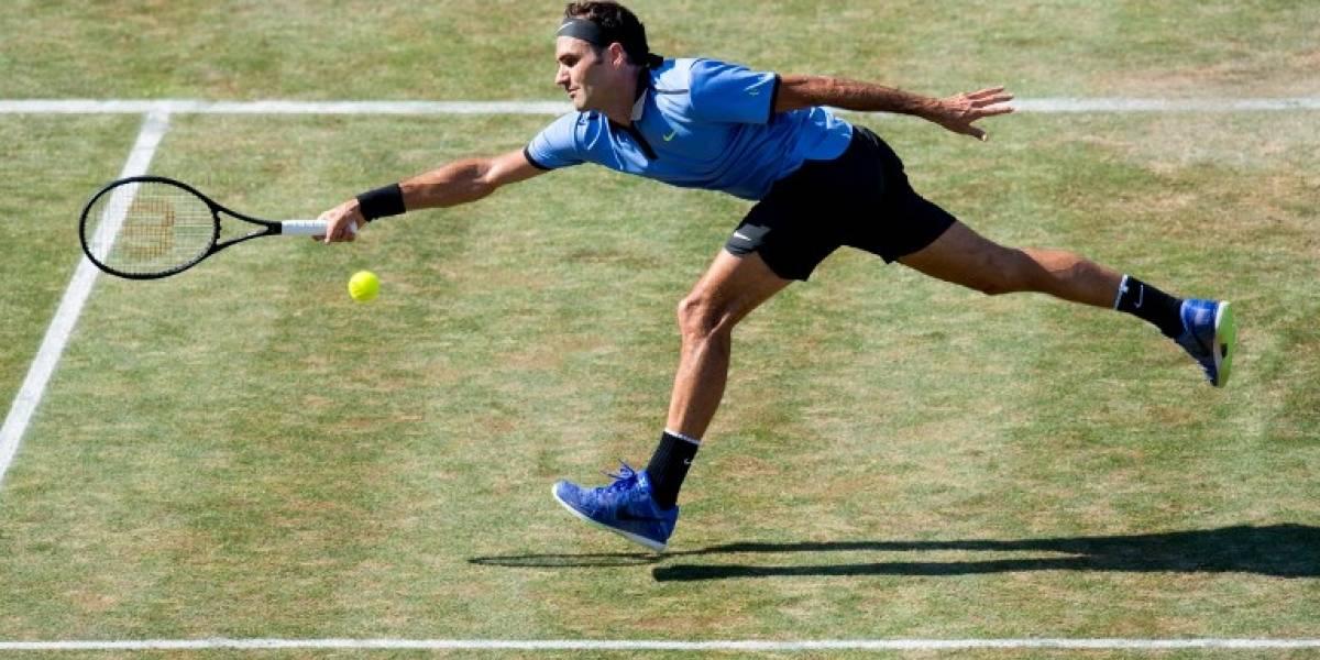 Federer escribe otra página de su larga historia de récords al ganar en Halle
