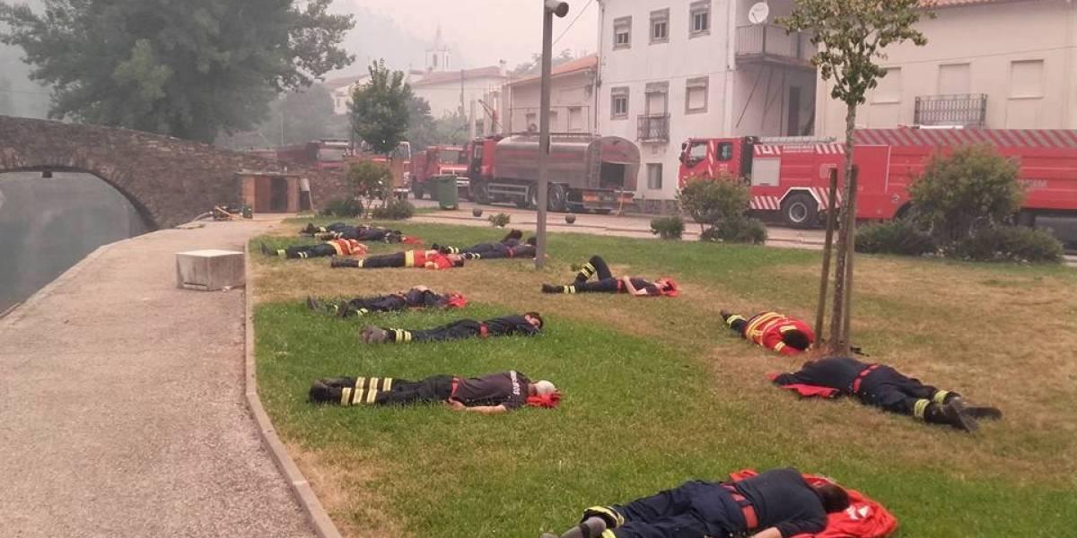 La imagen viral de los héroes que luchan contra las llamas de Portugal