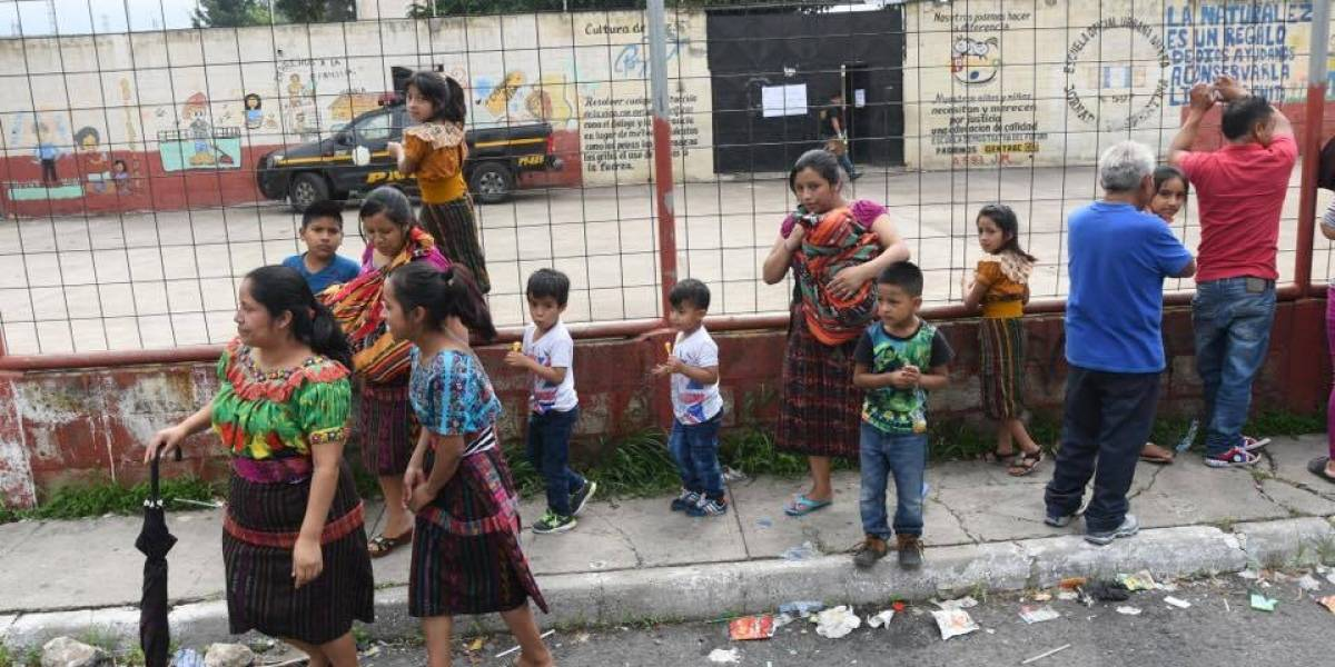 Jueza: Extorsionistas acechan a mujeres cuando esperan a sus hijos en la escuela