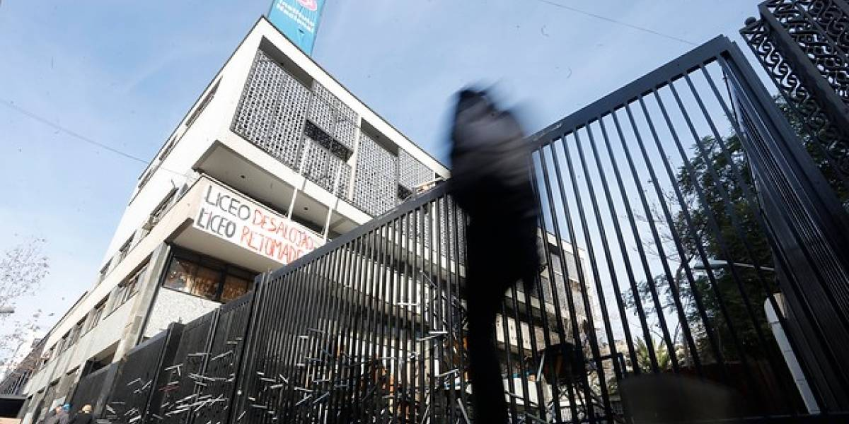 """Nuevo desalojo en Instituto Nacional: evalúan daños para aplicar """"rompe, paga"""""""