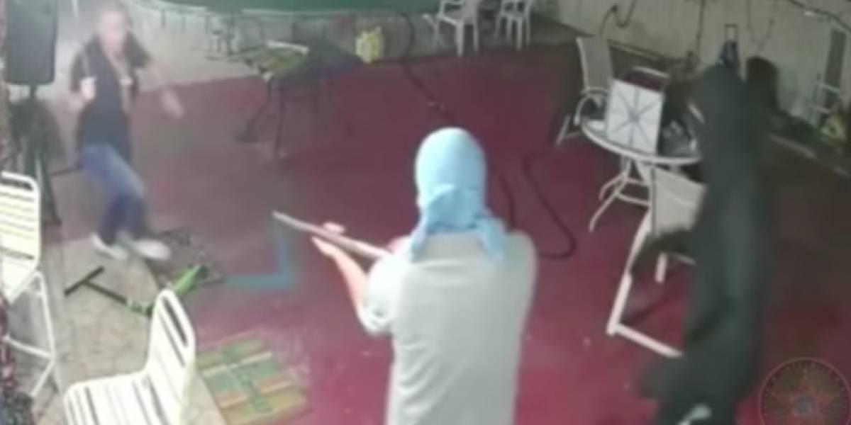 Entraron a robar con escopetas y un anciano los sacó con un machete