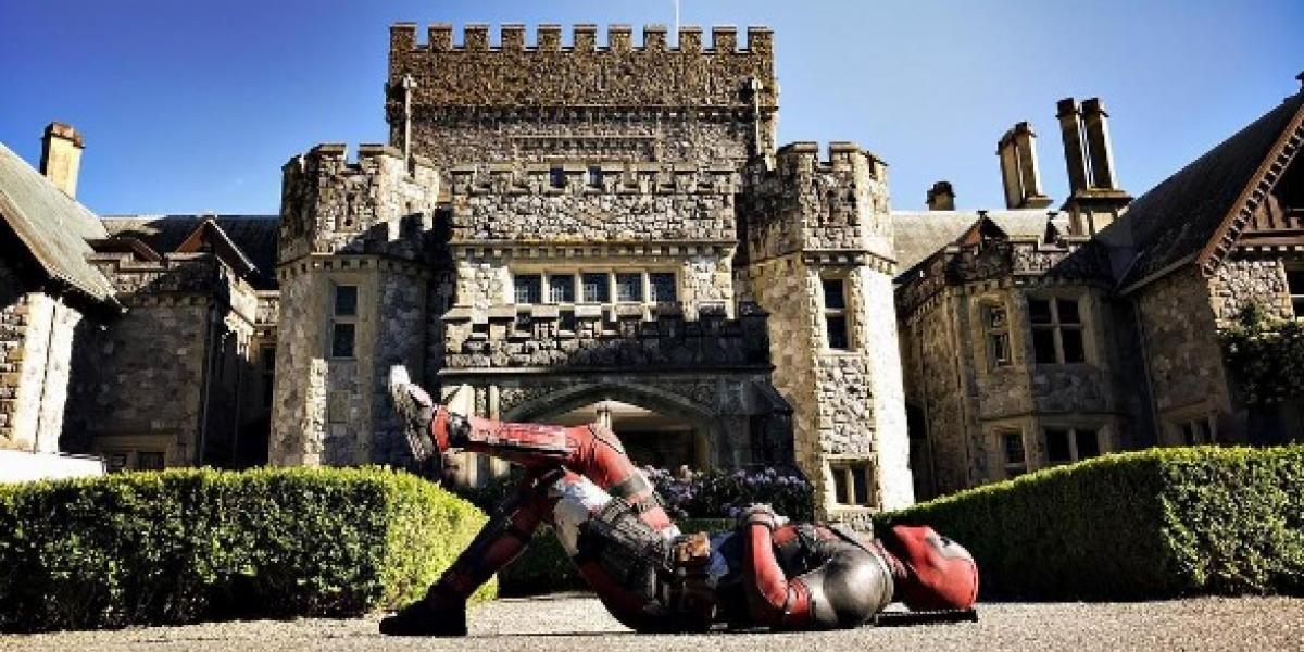 FOTO: Deadpool posa frente a la mansión de los X-Men