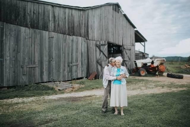 Ollie e Donald vivem na fazenda que aparece na foto há 30 anos | Paige Franklin | paigefranklinphotography.com