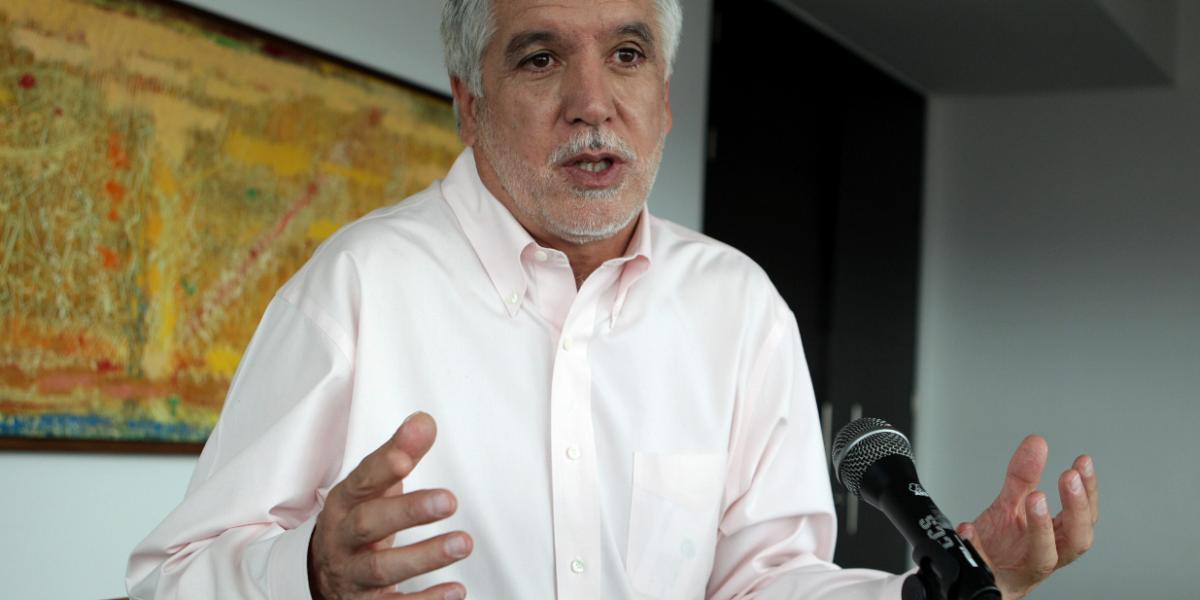 Peñalosa le dijo a los habitantes de Bosque Calderón que compren cámaras de seguridad