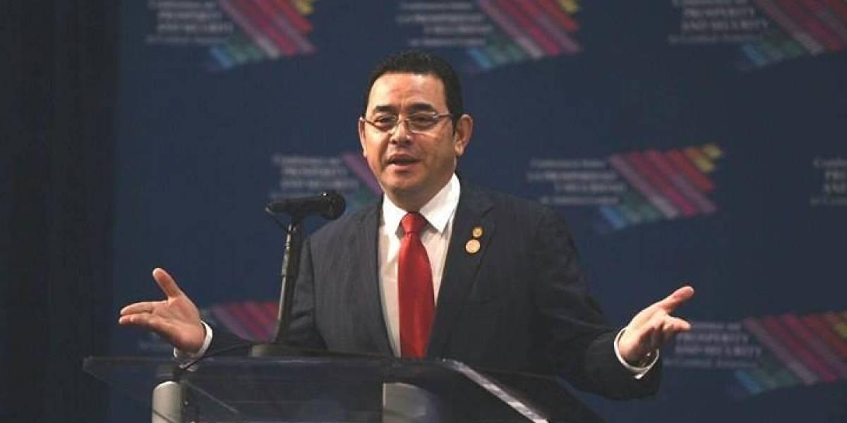 """Jimmy Morales califica como """"telenovela"""" el tema de la ausencia de Thelma Aldana en cumbre en Miami"""
