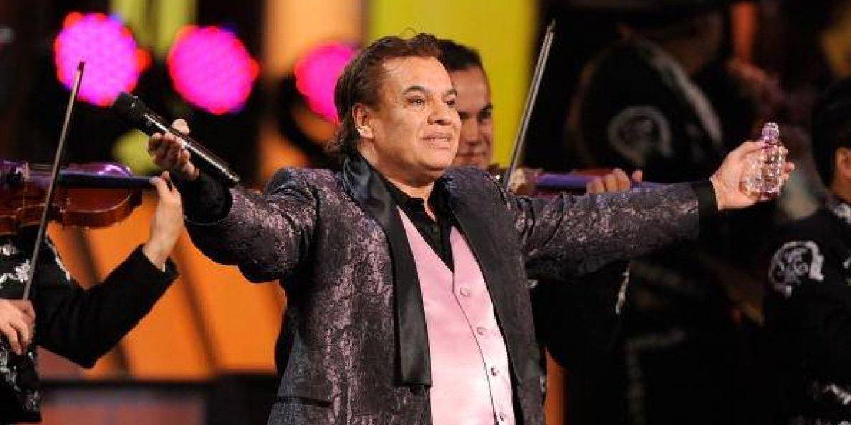 Con esta foto, el exmánager de Juan Gabriel afirma que el cantante está vivo